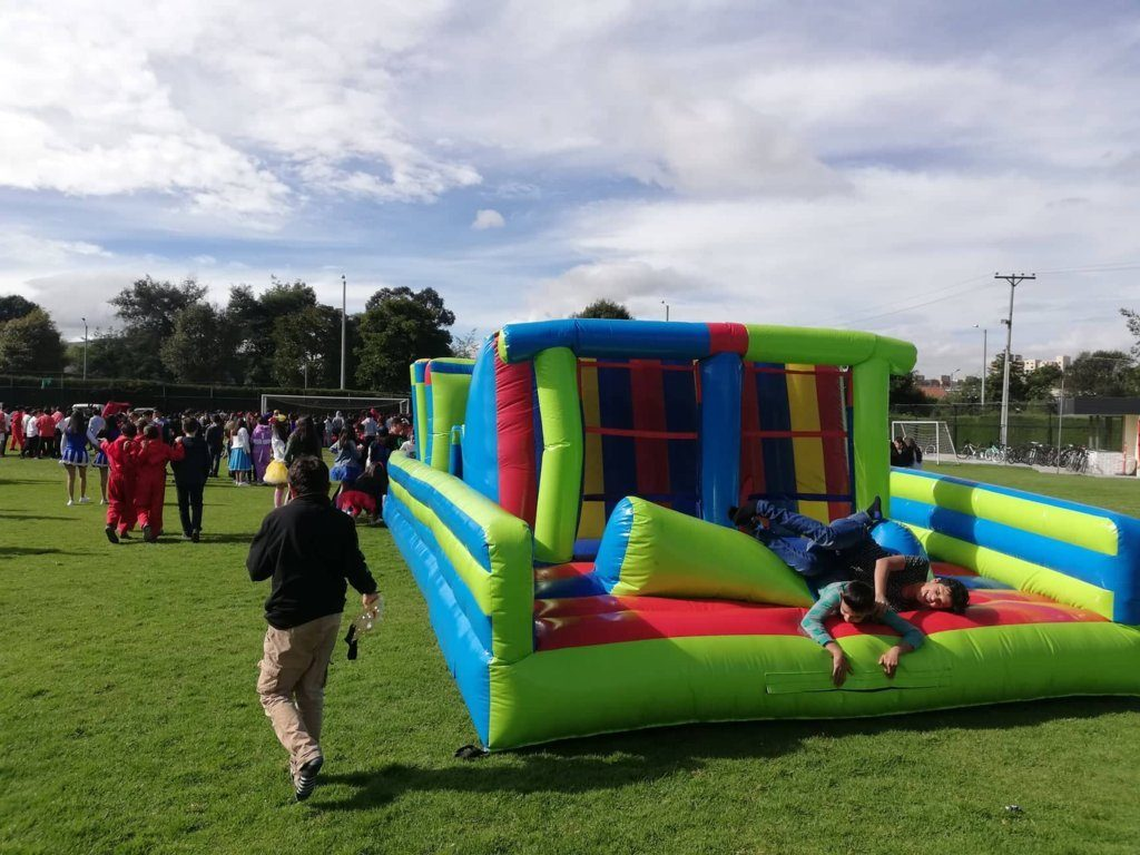 Alquiler inflable carrera de obstaculos